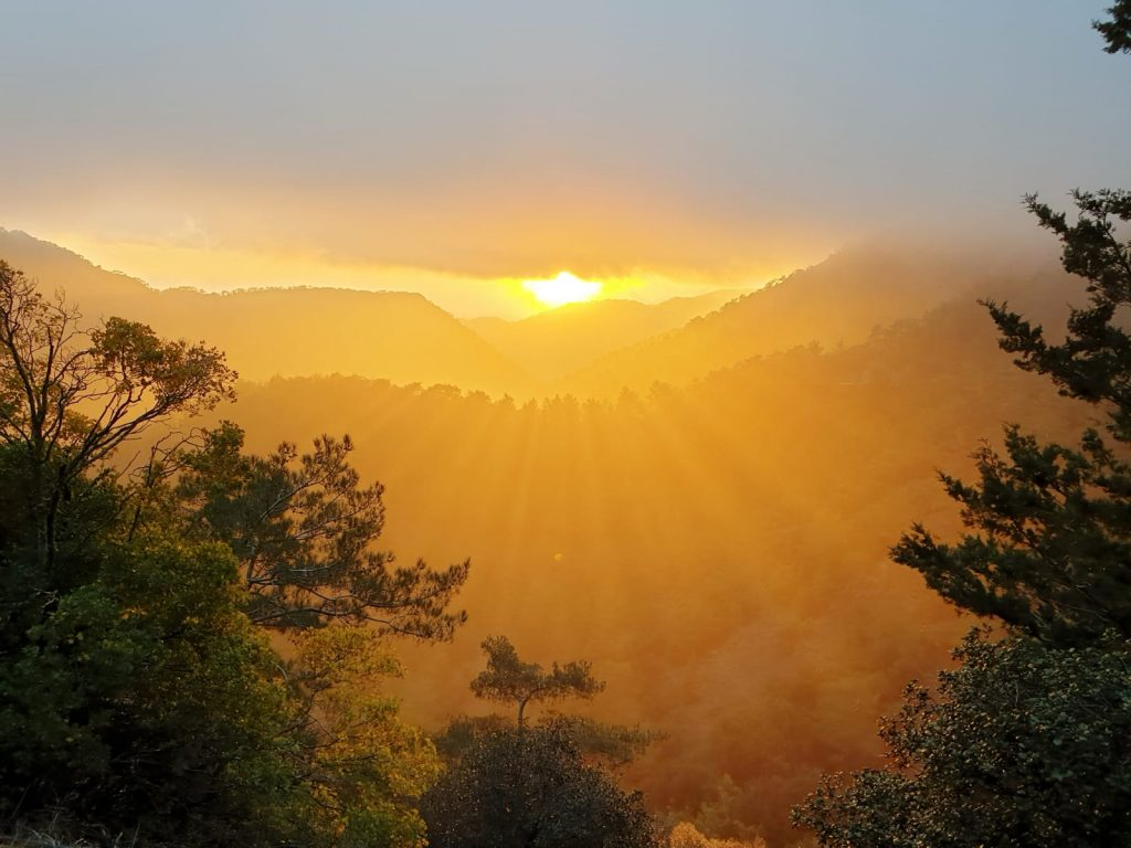 Wunderschöner Sonnenuntergang am Kloster Kykkos