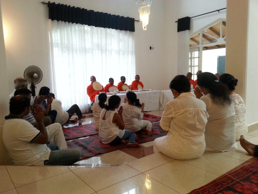 Erfahrung Sri Lanka: Buddhistische Zeremonie, Totenfeier